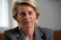 05 JUL 2010, BERLIN/GERMANY:<br /> Ursula von der Leyen, CDU, Bundesarbeitsministerin, waehrend einem Interview, in ihrem Buero, Bundesministerium fuer Arbeit<br /> IMAGE: 20100705-01-031<br /> KEYWORDS: Büro