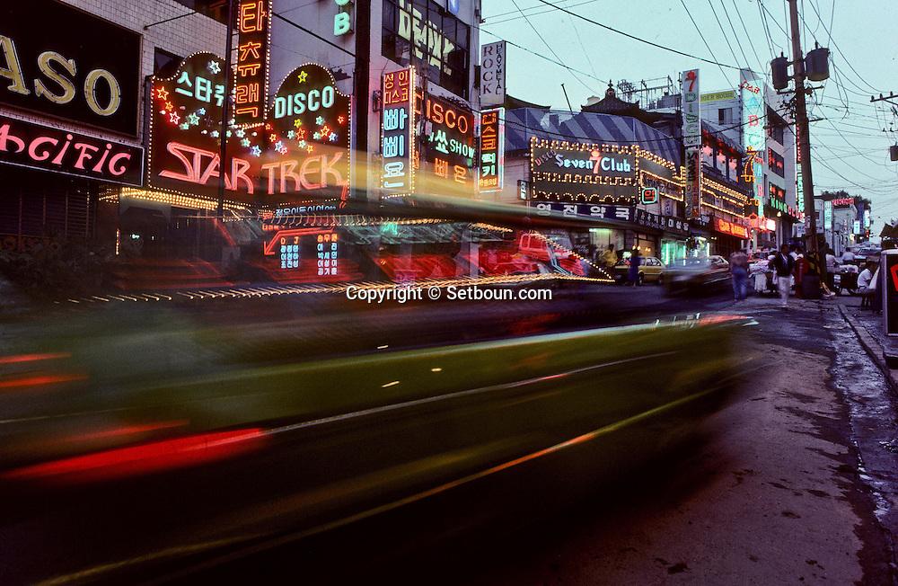 Itaewon. red area.  Seoul     Itaewon, c'est le quartier chaud de la capitale où sont concentrees les boites de nuit et les prostituees;  Seoul    ///    L0006963  /  R00030  /  P107212