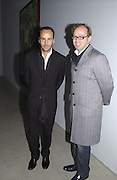 Tom Ford and David Collins. Sam Taylor Wood opening. White Cube. London. 22 Nov 2001. © Copyright Photograph by Dafydd Jones 66 Stockwell Park Rd. London SW9 0DA Tel 020 7733 0108 www.dafjones.com