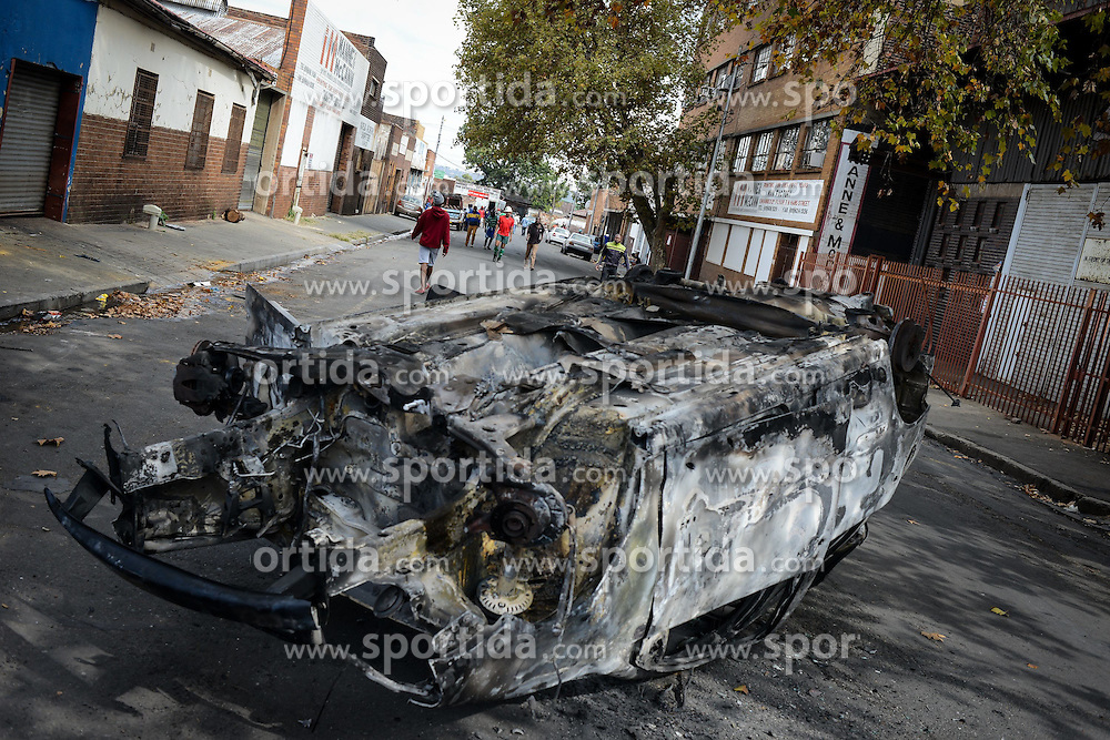 A burnt vehicle is seen at the site of xenophobic attacks in Johannesburg Town, South Africa, on April 17, 2015. South African police on Friday fired rubber bullets to disperse rioters in central Johannesburg, a fresh hotbed of xenophobia violence. The current spate of xenophobic violence mainly affects Durban and Johannesburg. According to official figures, five people have been killed and thousands of immigrants displaced. EXPA Pictures &copy; 2015, PhotoCredit: EXPA/ Photoshot/ Zhai Jianlan<br /> <br /> *****ATTENTION - for AUT, SLO, CRO, SRB, BIH, MAZ only*****