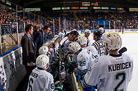KELOWNA, CANADA - OCTOBER 10: Seattle Thunderbirds head coach Matt O'Dette stands on the bench and speaks to referee Ward Pateman on October 10, 2018 at Prospera Place in Kelowna, British Columbia, Canada.  (Photo by Marissa Baecker/Shoot the Breeze)  *** Local Caption ***