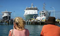 Tauranga-Cruise ships in Mt Maunganui Port