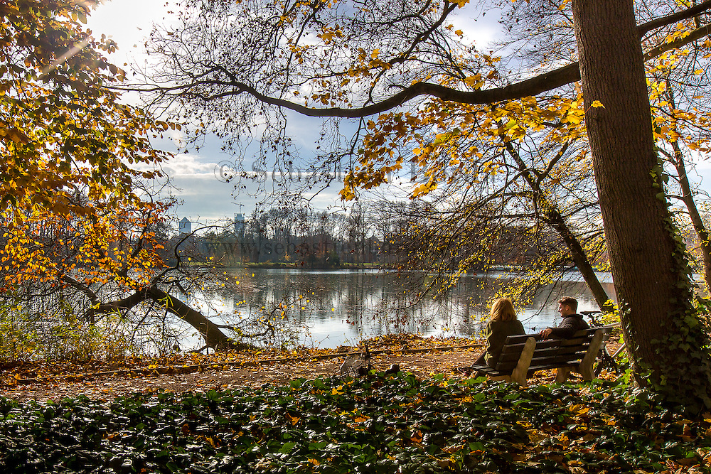 Moment de détente dans le parc de la Tête d'or // Couple having a rest at Tête d'Or park
