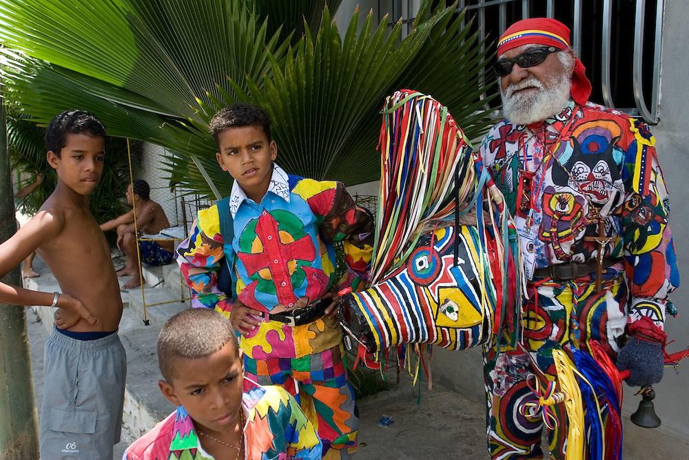 """El Diablo Mayor, Roberto """"Robin"""" Izaguirre, durante la festividad del Corpus Christi, representada en Venezuela a traves del ritual magico-religioso de los Diablos Danzantes. Los Diablos de Naiguata se identifican por pintar sus propios trajes y decorarlos con cruces, rayas y circulos, figuras que impiden que el maligno los domine. Las mascaras son en su gran mayoria animales marinos. Llevan escapularios cruzados, crucifijos y cruces de palma bendita. Naiguata, 22-05-08 (ivan gonzalez)"""