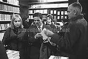 Rome, 1961. Italian actress Laura Betti with writers Pier Paolo Pasolini and Alberto Moravia in a bookstore / Roma, 1961. L'attrice Laura Betti e gli scrittori Pier Paolo Pasolini e Alberto Moravia in una libreria - Marcello Mencarini Historical Archives