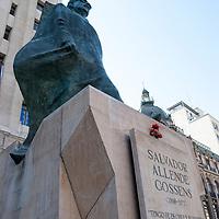 Estatua de Salvador Allende en Santiago de Chile. Statue of Salvador Allende in Santiago de Chile.