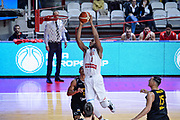 DESCRIZIONE : Varese FIBA Eurocup 2015-16 Openjobmetis Varese Telenet Ostevia Ostende<br /> GIOCATORE : Brandon Davies<br /> CATEGORIA : Tiro<br /> SQUADRA : Openjobmetis Varese<br /> EVENTO : FIBA Eurocup 2015-16<br /> GARA : Openjobmetis Varese - Telenet Ostevia Ostende<br /> DATA : 28/10/2015<br /> SPORT : Pallacanestro<br /> AUTORE : Agenzia Ciamillo-Castoria/M.Ozbot<br /> Galleria : FIBA Eurocup 2015-16 <br /> Fotonotizia: Varese FIBA Eurocup 2015-16 Openjobmetis Varese - Telenet Ostevia Ostende