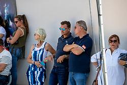 LINSENHOFF Ann-Kathrin (Pferdebesitzer), GMOSER Peter (Trainer), VON DÄHNE Christoph (Trainer)<br /> Ermelo - World Breeding Dressage Championsships for Young Horses 2018<br /> Weltmeisterschaft Junge Dressurpferde<br /> Qualifikation 7jährige Dressurpferde<br /> 03. August 2018<br /> © www.sportfotos-lafrentz.de/Stefan Lafrentz