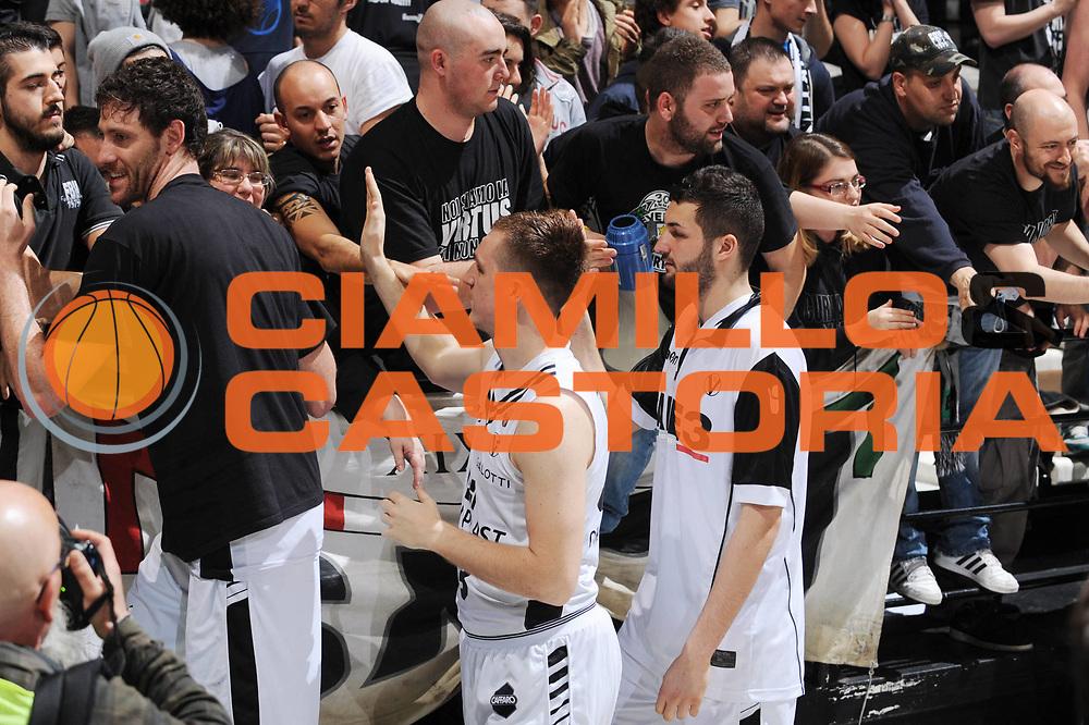 DESCRIZIONE : Bologna Lega A 2012-13 Oknoplast Virtus Bologna Lenovo Cantu<br /> GIOCATORE : Angelo Gigli Danilo Andusic Tifosi<br /> CATEGORIA : <br /> SQUADRA : Oknoplast Virtus Bologna <br /> EVENTO : Campionato Lega A 2012-2013 <br /> GARA : Oknoplast Virtus Bologna Lenovo Cantu<br /> DATA : 05/05/2013<br /> SPORT : Pallacanestro <br /> AUTORE : Agenzia Ciamillo-Castoria/M.Marchi<br /> Galleria : Lega Basket A 2012-2013  <br /> Fotonotizia : Bologna Lega A 2012-13 Oknoplast Virtus Bologna Lenovo Cantu<br /> Predefinita :