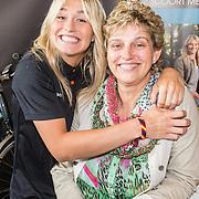 NLD/Amsterdam/20160614 - Contract ondertekening Besv e-bikes en Estavana Polman, Estavana en haar moeder