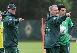 02.07.2011, Trainingsgelaende Werder Bremen, Bremen, GER, 1.FBL, Training Werder Bremen, im Bild Thomas Schaaf (Trainer Werder Bremen), Matthias Hönerbach / Hoenerbach (Co-Trainer Werder Bremen, Mitte), Mehmet Ekici (Bremen #20, rechts)   // during training session from Werder Bremen 2011/07/02    EXPA Pictures © 2011, PhotoCredit: EXPA/ nph/  Frisch       ****** out of GER / CRO  / BEL ******