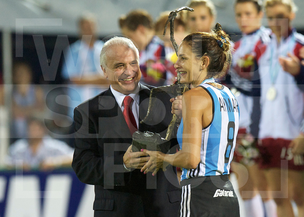 ROSARIO - Champions Trophy women hockey.Argentina v Great Britain.Final.Argentina champion..foto: Luciana Aymar recieved the Trophy..FFU Press Agency  COPYRIGHT FRANK UIJLENBROEK..