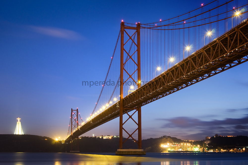 Ponte 25 de Abril in Lisbon at dusk