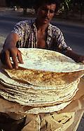 Vendedor de Tortas de Casabe en la carretera de Cupira. 1996. (Ramón Lepage / Orinoquiaphoto)  Salesman of Casabe's Cakes in Cupira's highway. 1996. (Ramón Lepage / Orinoquiaphoto)