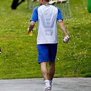AUS/Seefeld/20100529 - Training NL Elftal WK 2010, Arjen Robben verlaat de training met een blessure aan zijn hand en heup
