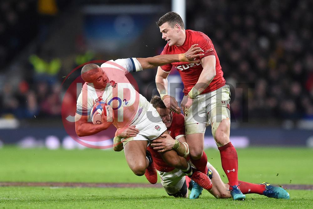 Jonathan Joseph of England takes on the Wales defence - Mandatory byline: Patrick Khachfe/JMP - 07966 386802 - 10/02/2018 - RUGBY UNION - Twickenham Stadium - London, England - England v Wales - Natwest Six Nations