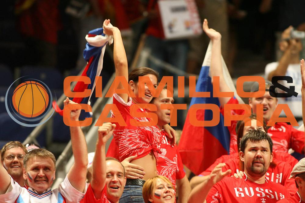 DESCRIZIONE : Madrid Spagna Spain Eurobasket Men 2007 Semi Finals Semifinali Russia Lituania Russia Lithuania <br /> GIOCATORE : Supporters Tifosi<br /> SQUADRA : Russia Russia<br /> EVENTO : Eurobasket Men 2007 Campionati Europei Uomini 2007 <br /> GARA : Russia Lituania Russia Lithuania<br /> DATA : 15/09/2007 <br /> CATEGORIA : Tifosi<br /> SPORT : Pallacanestro <br /> AUTORE : Ciamillo&amp;Castoria/E.Castoria<br /> Galleria : Eurobasket Men 2007 <br /> Fotonotizia : Madrid Spagna Spain Eurobasket Men 2007 Semi Finals Semifinali Russia Lituania Russia Lithuania <br /> Predefinita :
