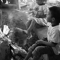 """Título: """"Vida y Alegría alrededor del fuego - Tsimari""""<br /> Técnica: Impresión digital en papel de algodón.<br /> Dimensiones: 14"""" x 9.50"""" pulgadas<br /> Precio $ 1,100.00 USD **El 25% del precio va destinado a comunidades indígenas.<br /> Autor: Melanie L. Wells-Alvarado<br /> +(506) 8753-8231   www.melwellsphotography.com www.awindowintothesoul.com"""