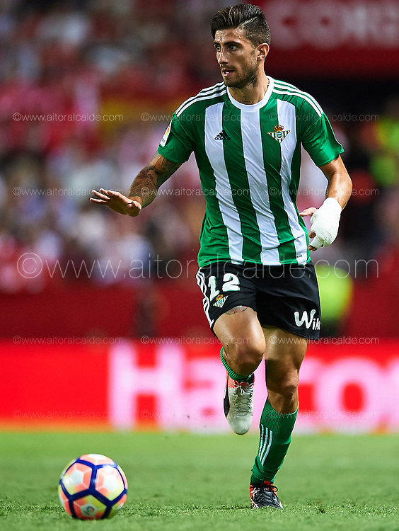 SEVILLE, SPAIN - SEPTEMBER 20:  Cristiano Piccini of Real Betis Balompie in action during the match between Sevilla FC vs Real Betis Balompie as part of La Liga at Estadio Ramon Sanchez Pizjuan on September 20, 2016 in Seville, Spain.  (Photo by Aitor Alcalde Colomer/Getty Images)