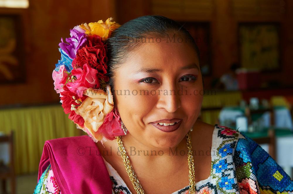 Mexique, Etat du Yucatan, Portrait d'une jeune femme Maya // Mexico, Yucatan state, portrait of a young Mayan woman