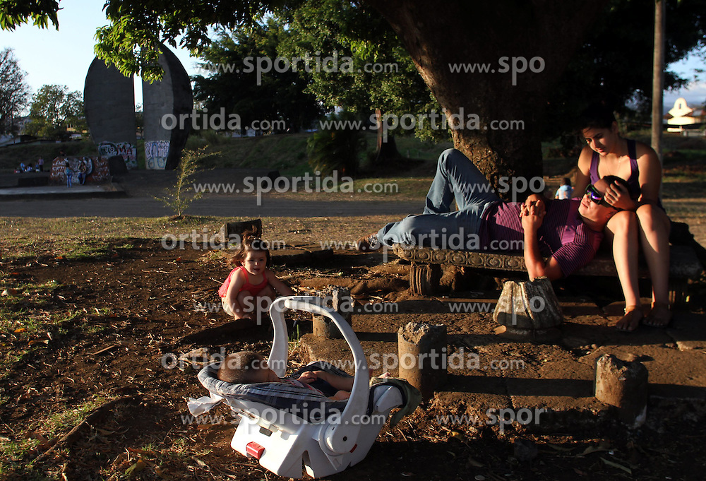 A family rest in a park near the Juan Santamaria International Airport, in Alajuela city, 25km northwest of San Jose, capital of Costa Rica, on Feb. 28, 2015. EXPA Pictures &copy; 2015, PhotoCredit: EXPA/ Photoshot/ [e]KENT GILBERT<br /> <br /> *****ATTENTION - for AUT, SLO, CRO, SRB, BIH, MAZ only*****