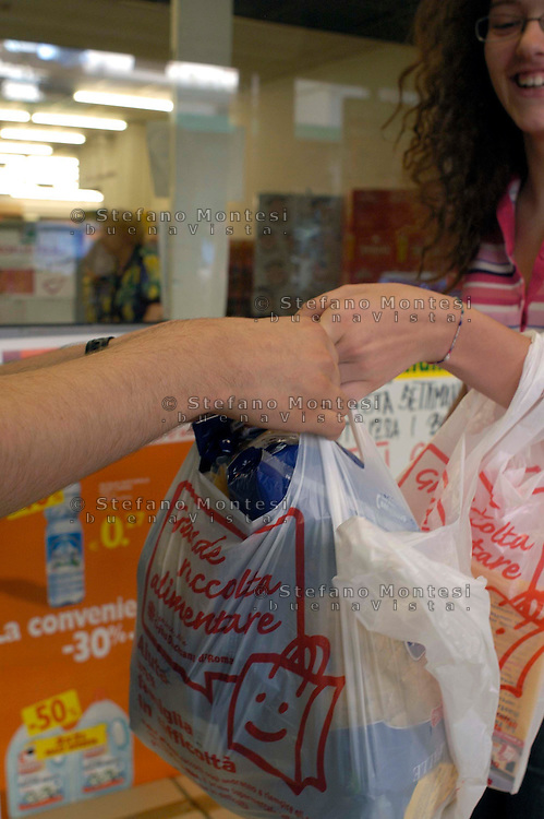 Rome 5 July 2008.Collection of food by the volunteers of Caritas diocesan  of Rome in supermarkets SMA for Emporio Caritas to help families in difficulty