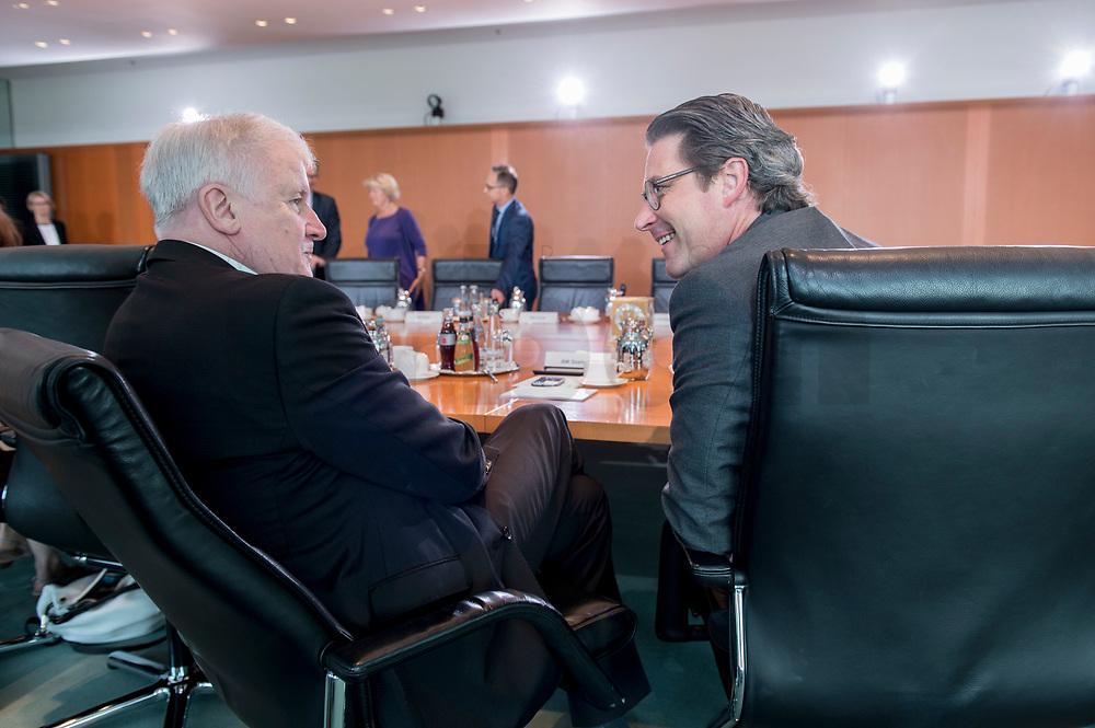 06 JUN 2019, BERLIN/GERMANY:<br /> Horst Seehofer (L), CSU, Bundesinnenminister, und Adreas Scheuer (R), SPD, Bundesverkehrsminister, im Gespraech, vor Beginn der Kabinettssitzung, Bundeskanzleramt<br /> IMAGE: 20190606-01-005<br /> KEYWORDS: Sitzung, Kabinett, Gespräch
