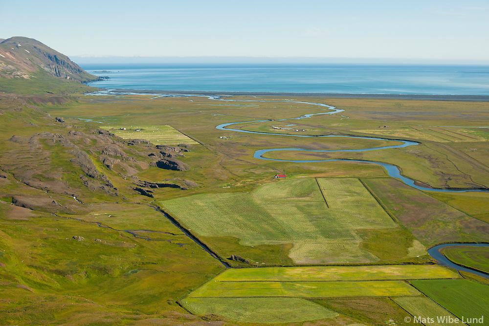 Ketilsstaðir og Bakkagerði séð til norðnorðausturs. Fljótsdalshérað áður Hlíðarhreppur. /  Ketilsstadir and Bakkagerdi viewing northeast. Fljotsdalsherad former Hlidarhreppur.