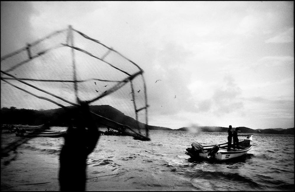 DAILY VENEZUELA / VENEZUELA COTIDIANA.Lobster Fishing / Pesca de Langosta. Archipielago de los Testigos, Dependencias federales. Venezuela 2005 (Copyright © Aaron Sosa)