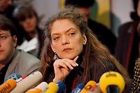 07.01.1999, Deutschland/Bonn:<br /> Antje Radcke, Sprecherin des Bundesvorstandes B90/Gr&uuml;ne, w&auml;hrend einer Pressekonferenz zur Bundesvorstandsklausur von B&uuml;ndnis 90 / Die Gr&uuml;nen, Bundesgesch&auml;ftsstelle<br /> Antje Radcke, Chairwoman of the federal executive board of the German Green Party, during a press conference<br /> IMAGE: 19990107-02/01-24<br /> KEYWORDS: Mikrofon, microphone