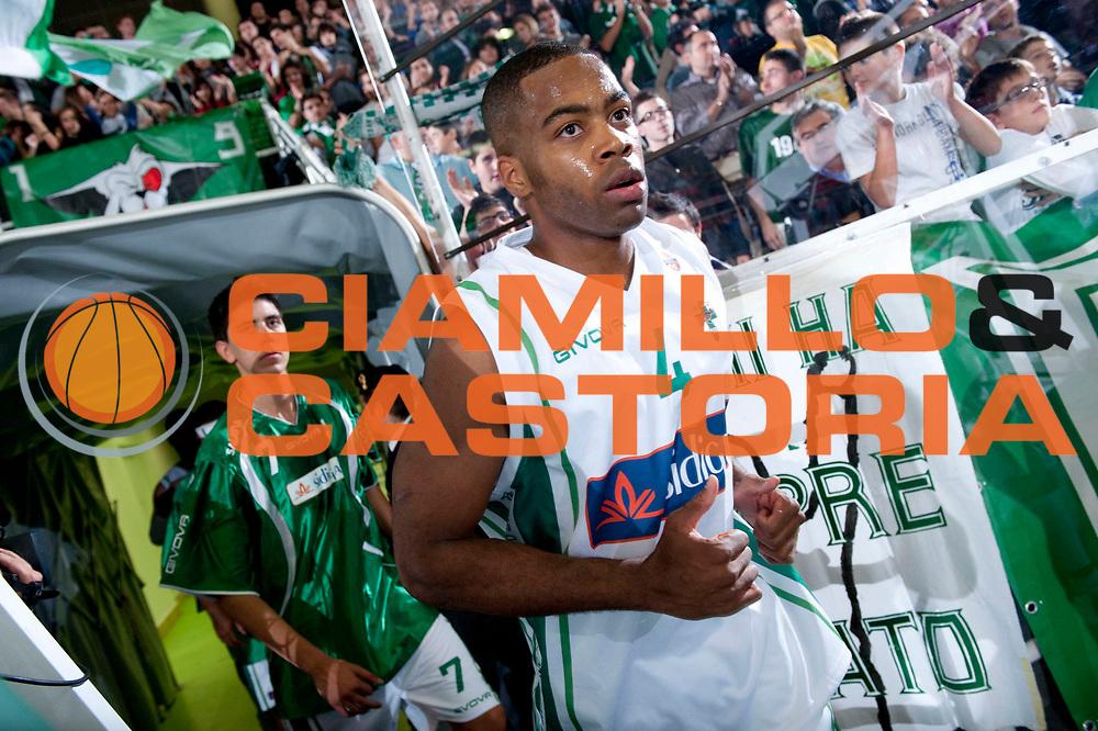 DESCRIZIONE : Avellino Lega A 2012-13 Sidigas Avellino EA7 Emporio Armani Milano<br /> GIOCATORE : Chris Warren<br /> SQUADRA : Sidigas Avellino<br /> EVENTO : Campionato Lega A 2012-2013<br /> GARA : Sidigas Avellino EA7 Emporio Armani Milano<br /> DATA : 15/10/2012<br /> CATEGORIA : Ritratto<br /> SPORT : Pallacanestro<br /> AUTORE : Agenzia Ciamillo-Castoria/G.Buco<br /> Galleria : Lega Basket A 2012-2013<br /> Fotonotizia : Avellino Lega A 2012-13 Sidigas Avellino EA7 Emporio Armani Milano<br /> Predefinita :