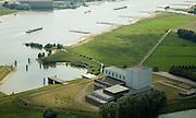 Nederland, Gelderland, Dodewaard, 28-06-2006; luchtfoto (25% toeslag voormalige kerncentrale Dodewaard aan de oever van rivier de Waal; de elektriciteitscentrale in 1969 in gebruik genomen, in 1997 buiten gebruik gesteld en geheel afgesloten van de buitenwereld in 2003; de gebouwen die er nu nog staan, met daarin onder andere het reactorvat, worden door de eigenaar, de Sep (Samenwerkende elektriciteits-productie bedrijven), de 'Veilige Insluiting' genoemd; over 40 jaar, aan het eind van de 'Wachttijd' (ook met hoofdletter) is de radioactiviteit grotendeels verdwenen en wordt de centrale volledig ontmanteld; deze 'wachttijd' is ingegeven door economische motieven: ontmantelen in een eerder stadium kan, maar is duurder; radioactief afval, straling, veiligheid, milieu.luchtfoto (toeslag aerial photo (additional fee required .foto Siebe Swart / photo Siebe Swart