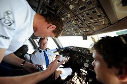 10-10-2008 REPORTAGE: KILIMANJARO CHALLENGE 2008: TANZANIA<br /> De vlucht met KLM naar Tanzania. Bas mocht uitleg over diabetes geven in de cockpit. De Kilimanjaro Challenge van de BvdGf.<br /> ©2008-WWW.FOTOHOOGENDOORN.NL