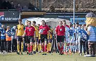 FODBOLD: Dommer Michael Johansen leder spillerne på banen til kampen i ALKA Superligaen mellem FC Helsingør og Hobro IK den 8. april 2018 på Helsingør Stadion. Foto: Claus Birch.