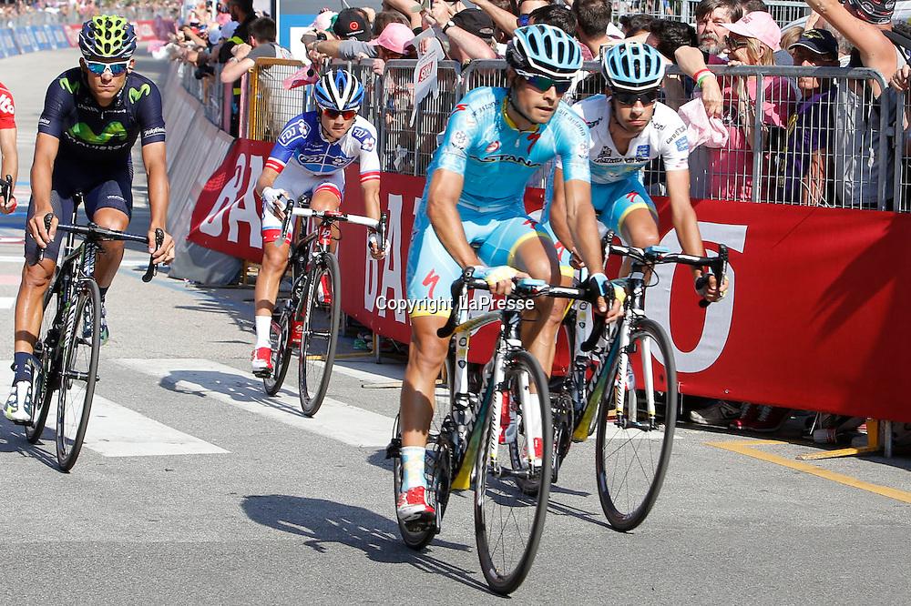 Foto LaPresse - Belen Sivori<br /> 28/05/2015 Verbania (Italia)<br /> Sport Ciclismo<br /> Giro d'Italia 2015 - 98a edizione - Tappa 18 - da Melide a Verbania - 170 km <br /> Nella foto: arrivo Aru Fabio -Ita- (Astana)<br /> <br /> Photo LaPresse - Belen Sivori<br /> 28 May 2015  Verbania (Italy)<br /> Sport Cycling<br /> Giro d'Italia 2015 - 98a edizione - Stage 18 - from Melide to Verbania - 170 km  <br /> In the pic: arrivo Aru Fabio -Ita- (Astana)