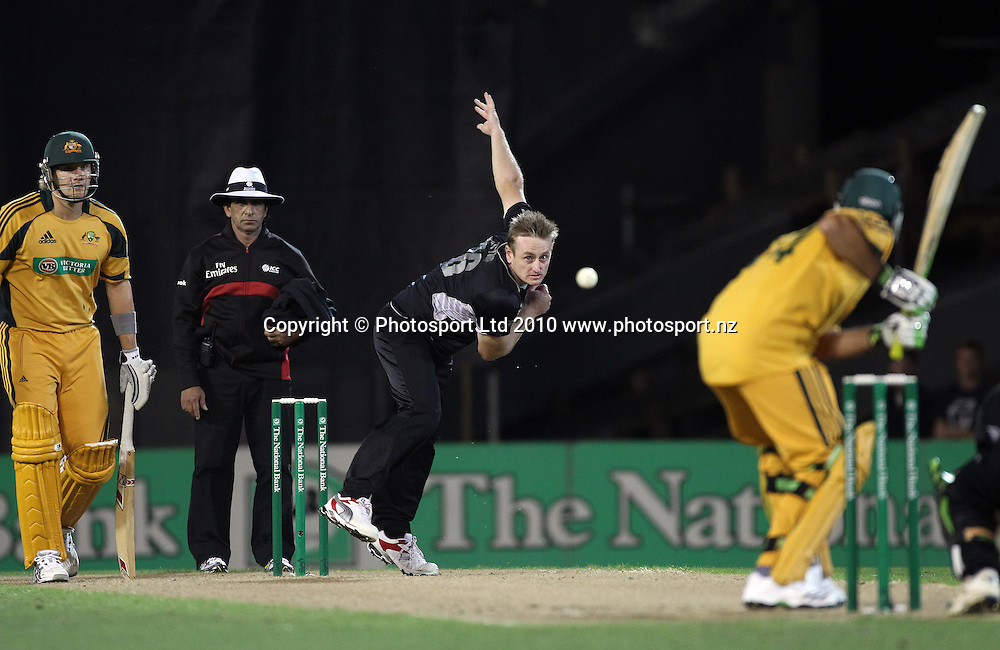 Scott Styris bowling.<br />