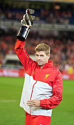MELBOURNE, AUSTRALIA - Wednesday, July 24, 2013: Liverpool's captain Steven Gerrard lifts the club's third trophy in three matches after his side's 2-0 victory over Melbourne Victory during a preseason friendly match at the Melbourne Cricket Ground. (Pic by David Rawcliffe/Propaganda)