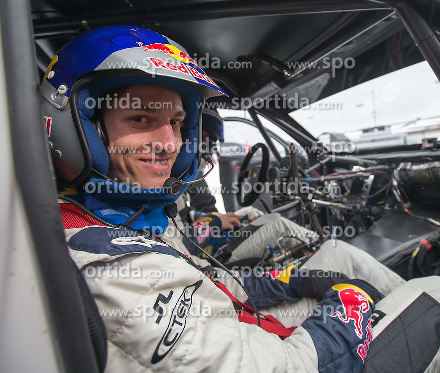 23.02.2015, Lugnet Fussballstadion, Falun, SWE, FIS Weltmeisterschaften Ski Nordisch, Audi driving experience, im Bild Gregor Schlierenzauer (AUT) // during the Audi driving experience of the FIS Nordic Ski World Championships 2015 at the Lugnet Ski Stadium, Falun, Sweden on 2015/02/23. EXPA Pictures © 2015, PhotoCredit: EXPA/ JFK