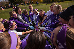 The Western women's team prepares for their race at the 2013 CIS Cross Country Championships in London Ontario, Saturday,  November 9, 2013.<br /> Mundo Sport Images/ Geoff Robins