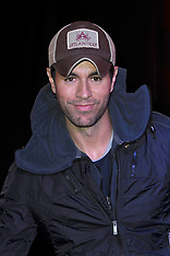MAR 27 2014 Enrique Iglesias meets fans and signs copies of his new album