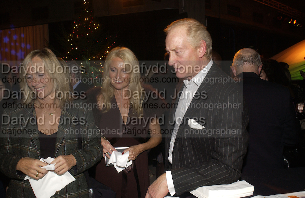 Hilary Heath, Sue Douglas and Charles Dance. For One Night Only...Fundraiser For the South Bank Centre. Purcell Room, Royal Festival Hall.4 December  2005. ONE TIME USE ONLY - DO NOT ARCHIVE  © Copyright Photograph by Dafydd Jones 66 Stockwell Park Rd. London SW9 0DA Tel 020 7733 0108 www.dafjones.com