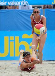 06-06-2010 VOLLEYBAL: JIBA GRAND SLAM BEACHVOLLEYBAL: AMSTERDAM<br /> In een koninklijke ambiance streden de nationale top, zowel de dames als de heren, om de eerste Grand Slam titel van het seizoen bij de Jiba Eredivisie Beach Volleyball - Marielle Kloek en Ilke Meertens<br /> ©2010-WWW.FOTOHOOGENDOORN.NL