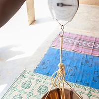 11/10/2012. Niger. CSI de Tanout, Pesée de Farida, 14 mois.  Crédits: CRF/Sylvain Cherkaoui