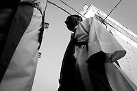 Confratelliti della Madonna di Santa Maria della Stella in Ostuni che si preparano a portare in processione la statua della Madonna