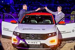 MCMAHON Eoin (IRL), REINHARD Dr. Michael (Sprecher Volkswagen Financial Services AG) <br /> Siegerehrung<br /> Übergabe Siegerfahrzeug<br /> Grand Prix von Volkswagen<br /> Int. jumping competition over two rounds (1.55 m) - CSI3*<br /> Comp. counts for the LONGINES Rankings<br /> Braunschweig - Classico 2020<br /> 08. März 2020<br /> © www.sportfotos-lafrentz.de/Stefan Lafrentz