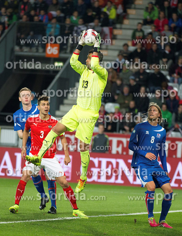 30.05.2014, Tivoli Stadion, Innsbruck, AUT, Fussball Testspiel, Oesterreich vs Island, im Bild Aleksandar Dragovic (AUT), Ramazan Özcan (AUT), Birkir Bjarnason (ISL) // Aleksandar Dragovic (AUT) (L) Ramazan Özcan (AUT) (M) Birkir Bjarnason (ISL) (R) during the International Friendly between Austria and Iceland at the Tivoli Stadion in Innsbruck, Austria on 2014/05/30. EXPA Pictures © 2014, PhotoCredit: EXPA/ Johann Groder