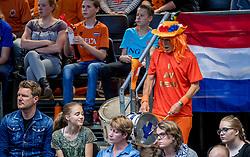 02-04-2017 NED:  CEV U18 Europees Kampioenschap vrouwen dag 2, Arnhem<br /> Nederland - Rusland 3-0 / Publiek support Oranje