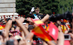 19.06.2014, Congreso de los Diputados, Madrid, ESP, Inthronisierung, König Felipe VI, Abfahrt vom spanischen Abgeordnetenhaus, im Bild King Felipe VI of Spain and Queen Letizia of Spain leaving the Congreso de los Diputados // during the Enthronement ceremonies of King Felipe VI at the Congreso de los Diputados in Madrid, Spain on 2014/06/19. EXPA Pictures © 2014, PhotoCredit: EXPA/ Alterphotos/ EFE/Pool<br /> <br /> *****ATTENTION - OUT of ESP, SUI*****