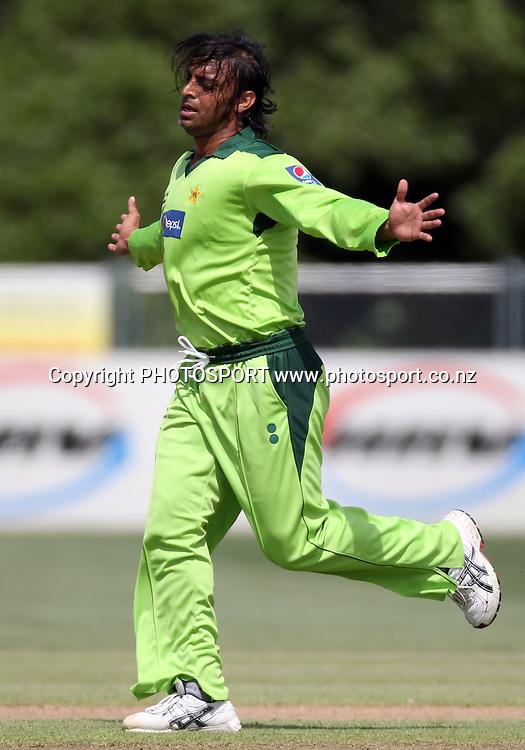 Shoaib Akhtar. Twenty20 Cricket, Auckland Aces v Pakistan, Colin Maiden Park, Auckland. Thursday 23 December 2010.Photo: Andrew Cornaga/photosport.co.nz