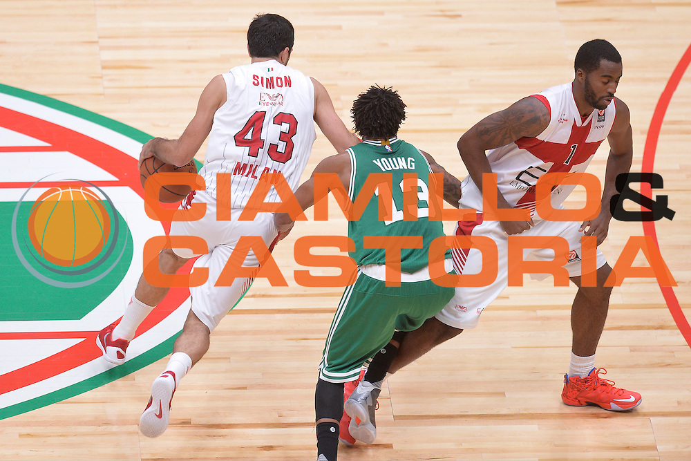 DESCRIZIONE : Milano NBA Global Games EA7 Olimpia Milano - Boston Celtics<br /> GIOCATORE : Krunoslav Simon<br /> CATEGORIA : Palleggio blocco<br /> SQUADRA :  Olimpia EA7 Emporio Armani Milano<br /> EVENTO : NBA Global Games 2016 <br /> GARA : NBA Global Games EA7 Olimpia Milano - Boston Celtics<br /> DATA : 06/10/2015 <br /> SPORT : Pallacanestro <br /> AUTORE : Agenzia Ciamillo-Castoria/IvanMancini<br /> Galleria : NBA Global Games 2016 Fotonotizia : NBA Global Games EA7 Olimpia Milano - Boston Celtics